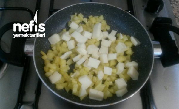 Patatesli Ve Kaşarlı Yumurta