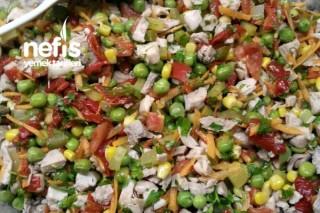 Rengarenk Tavuk Salatası Tarifi