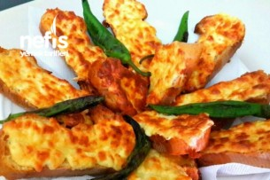 Yumurtalı Peynirli Bayat Ekmek Değerlendirmesi Tarifi