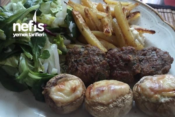 Fırında Pratik Köfte Ve Patates Tarifi