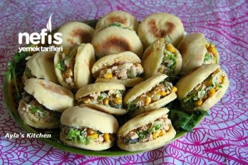 Bazlama Ekmeğinde Minik Sandviç