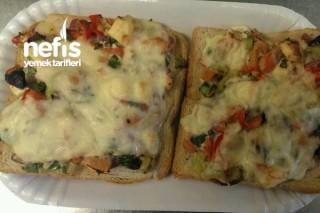 Tost Ekmeğinden Kahvaltılık Pizza Tarifi