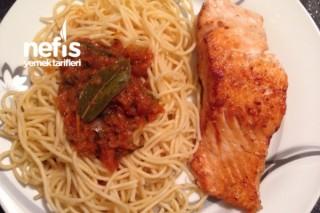 Somon Balık Eşliğinde Bolonez Soslu Makarna Tarifi