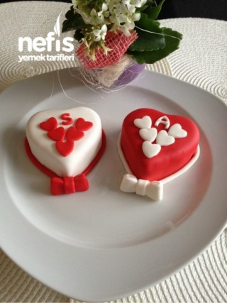 Mini Kalp Pastacıklar (Yumoş Pandispanyayla)