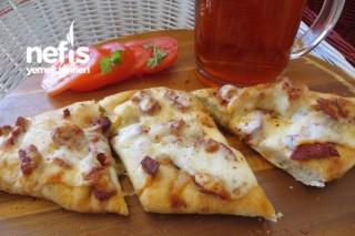 Pizza Hamurundan Sucuklu Peynirli Pide Tarifi