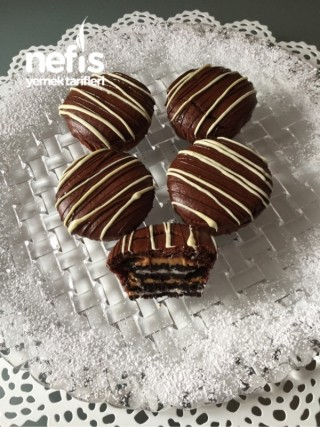 Bisküvi Dolgulu Fistik Ezmeli Mini Kekler