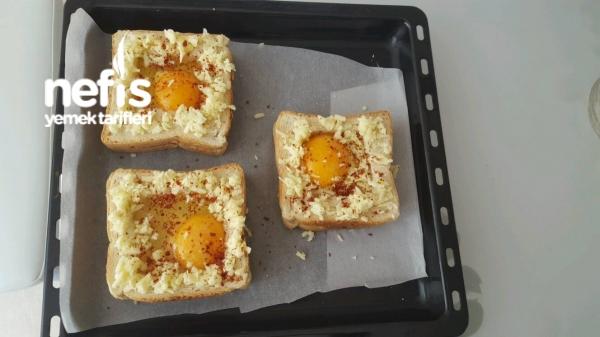 Tost Ekmeği Yuvasında Harika Bir Kahvaltılık