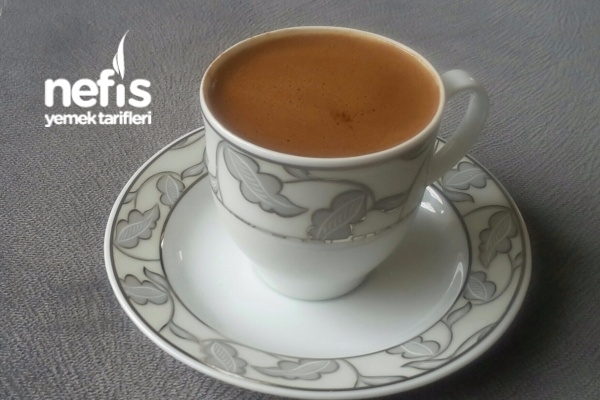 Karanfil Ve Kabuk Tarçınlı Türk Kahvesi