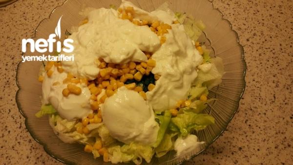Göbek Marulla Tavuk Salatası