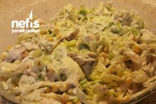 Göbek Marulla Tavuk Salatası Tarifi