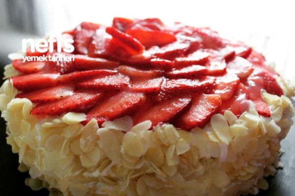 Çilekli Pamuk Pasta