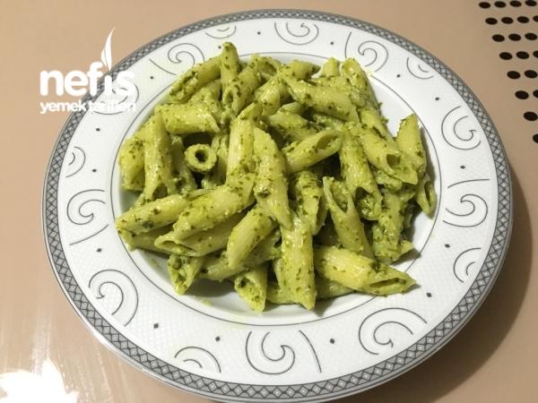 Pesto Soslu ( Fesleğen Soslu ) Makarna