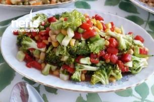 Köz Biberli Mısırlı Brokoli Salatası Tarifi