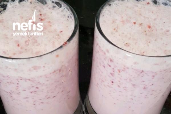 Anne Usulü Cold Strawberry Milk Tarifi