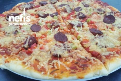 Sucuklu Pizza Tarifi ile ilgili görsel sonucu