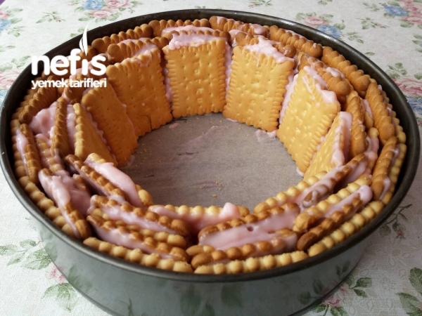 Çilekli Bisküvi Pastası