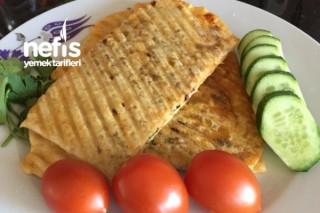 Tost Makinasında Çıtır Çıtır Çemenli Sucuklu Ve Peynirli Gözleme Tarifi