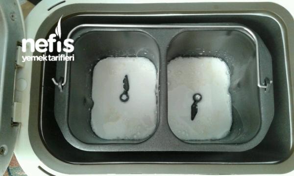 Ekmek Yapma Makinesinde Sade Ve Cevizli İki Ayrı Ekmek