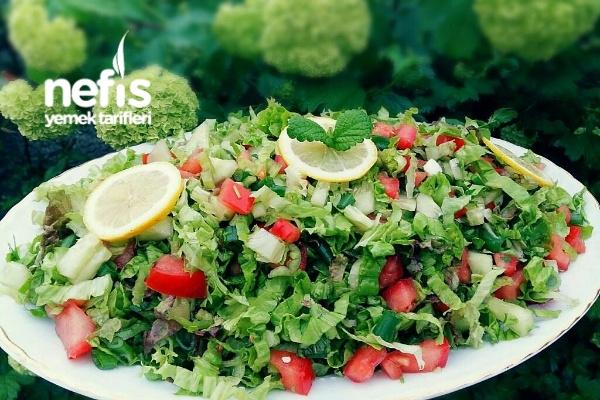 Ekşili Soslu Mevsim Yeşillikleri Salatası Tarifi