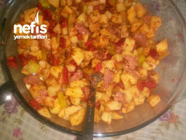 Fırında Kaşarlı Sucuklu Biberli Patates