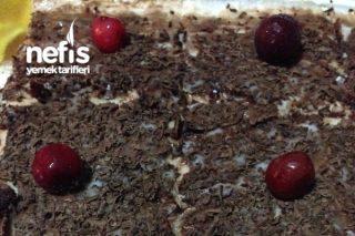 Vişneli Çikolatalı Kek Muhallebi İle Buluşur Tarifi