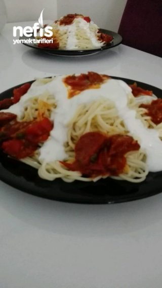 Sucuk Soslu Yoğurtlu Spagetti Makarna