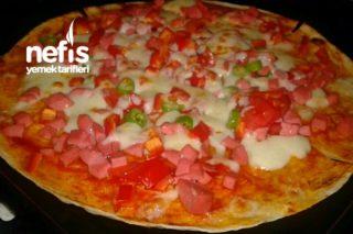 Tortilla Ekmeği İle Pratik Pizza Tarifi