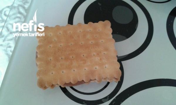 Krem Peynirli Ve Cikolatali Biskuvili Pasta