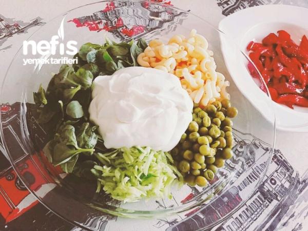 Bezelye Ve Makarnali Semizotu Salatasi