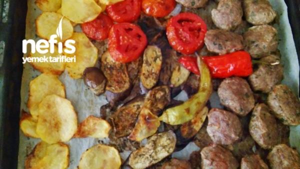 Fırında Izgara Köfte Patates Ve Sebzeler