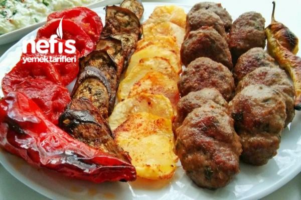 Fırında Izgara Köfte Patates Ve Sebzeler Tarifi