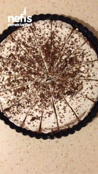 Tart Kalıbında Çikolatalı Şantili Islak Kek