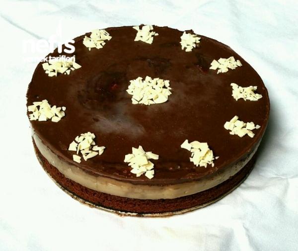 Çikolata soslu Brownie Irmik tatlısı