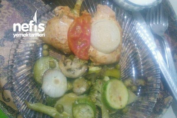 Fırında Sebze Eşliğinde Marine Edilmiş Tavuk Göğsü (Yumuşacık Ve Sulu) Tarifi