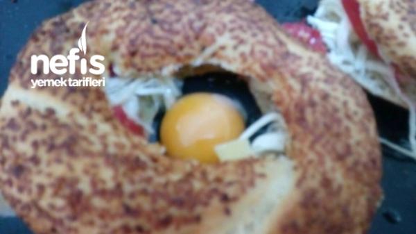 Simit Canağında Yumurta