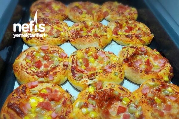 Mini Pizzalar (Yumuşacık) Tarifi