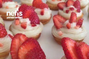 Çilekli Mini Kek( Kreması Ekler Kremasıdır Sert Krema) Tarifi