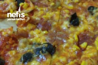 Hazır Ekmek Hamuruyla Kolay Pizza Tarifi
