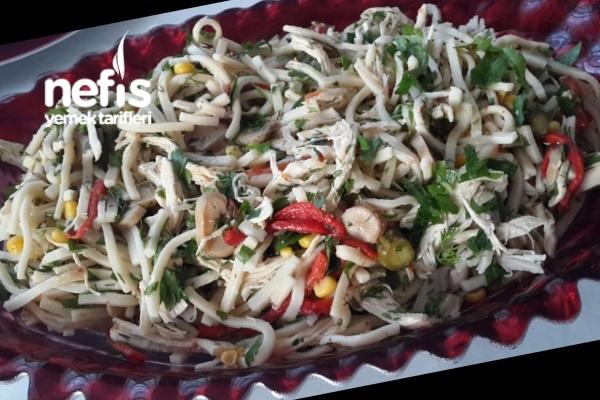 Erişteli Tavuk Salata Tarifi