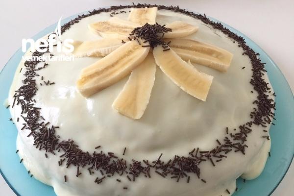 Beyaz Çikolata Soslu Muzlu Kek Tarifi