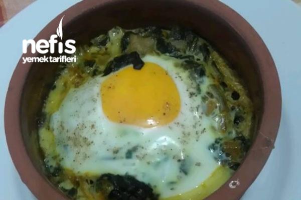 Güveçte Ispanaklı Yumurta Tarifi