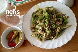 Tavuklu Yeşil Mercimekli Doyurucu Salata Tarifi