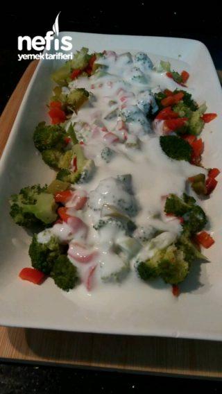Brokoli Salatası (yoğurtlu nefis)
