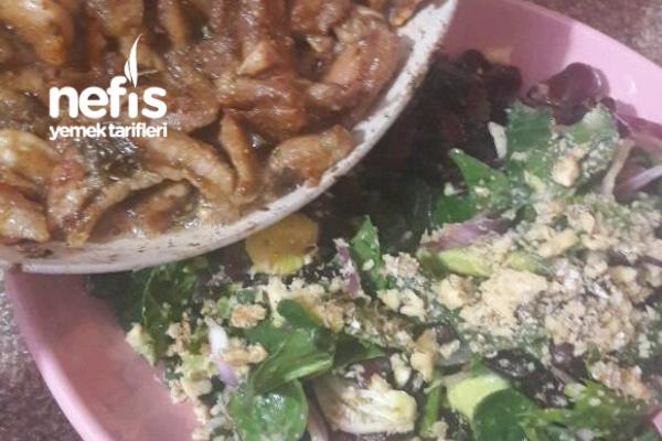 Muhtesem Besleyici Avakado Salatasi