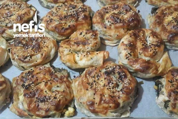 Bol Otlu Gül Böreği Tarifi