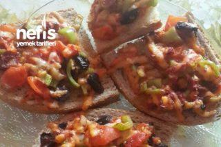 Buğday Ekmeğine Mini Pizza Tarifi