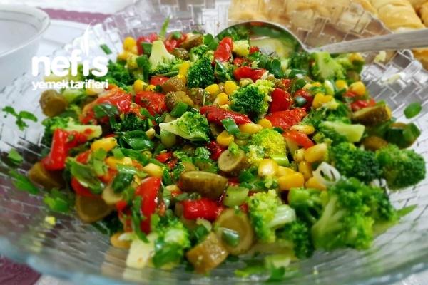 Nefis Brokoli Salatası Tarifi