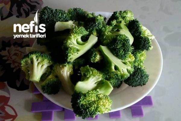 mantı tadında   Brokoli Salatası (tavada pişen )