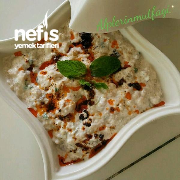 Közlenmiş Patlıcan Ve Biberli Yoğurtlu Kinoa Salatası