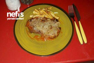 Karamelize Soğanlı Soslu Biftek Tarifi